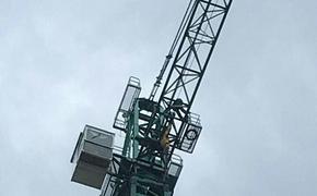 Новосибирец добился выплаты зарплаты, забравшись на строительный кран