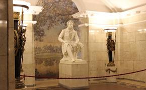 В Петербурге 7-летний школьник из Ельца водит экскурсии по метро