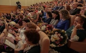 Лучшие уральские педагоги получили Госпремии