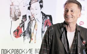Олег Меньшиков постарался связать разорванные времена