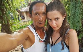 """Отшельник из Таиланда похвалился, как """"затащил"""" туристку из России в свою пещеру"""