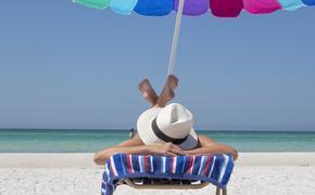 Во Франции процветает курорт для любителей ходить без одежды