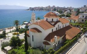 Албания решила отменить на лето визы для россиян