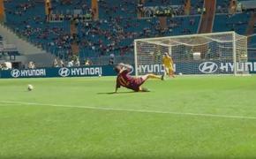 Клуб Roma вывел на поле болельщика-скандалиста и предложил ему забить гол самому