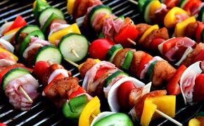 Шашлык на праздники: как сделать не только вкусно, но и полезно