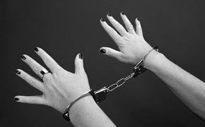 Женщина зарубила сожителя топором и сбежала к сестре