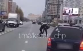 В Казани водители подрались прямо на дороге