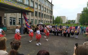 Олег Валенчук поздравил учеников школы №65 с Днем знаний