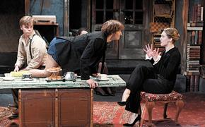 Премьера спектакля «Оглянись во гневе» и «Театральный экспрОМт» Олега Меньшикова состоялись в Театре имени Ермоловой